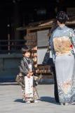 """HARAJUKU, †de TOKIO """"21 de noviembre: El niño y la mujer que llevan una K Fotos de archivo"""