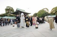 HARAJUKU TOKYO - NOVEMBER 20: Beröm av en typisk bröllopceremo Royaltyfria Foton