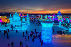 Harbin, China - 9. Februar 2017: Schönes und buntes internationales Eis Harbins und Schnee-Skulptur-Festival gehalten Stockfotos