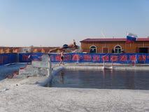 Harbin-Eis-Schwimmen stockfotografie