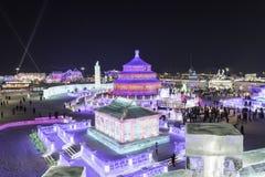 Harbin isfestival 2018 - fantastiska is- och snöbyggnader, gyckel som åka släde, natt, loppporslin Royaltyfri Fotografi