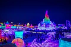 Harbin Kina - Februari 9, 2017: Härlig och färgrik Harbin internationell is och rymd festival för snöskulptur royaltyfri foto