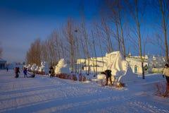 Harbin Kina - Februari 9, 2017: Härliga snöskulpturer i Harbin den internationella isen och festivalen för snöskulptur Arkivfoto