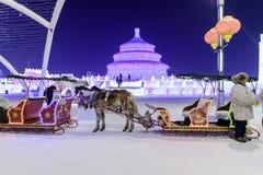 Harbin Zamraża festiwal 2018 - å 'ˆå°' æ' ¨å› ½ é™… å † °é› ªèŠ 'lodowi i śnieżni fantastyczni budynki, zabawa, sanna, noc, podró Zdjęcie Royalty Free