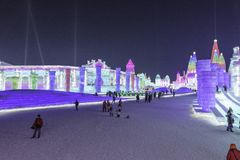 Harbin Zamraża festiwal 2018 - å 'ˆå°' æ' ¨å› ½ é™… å † °é› ªèŠ 'lodowi i śnieżni fantastyczni budynki, zabawa, sanna, noc, podró Obraz Stock