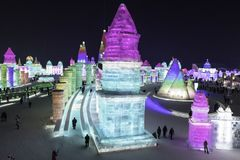 Harbin Zamraża festiwal 2018 - å 'ˆå°' æ' ¨å› ½ é™… å † °é› ªèŠ 'lodowi i śnieżni fantastyczni budynki, zabawa, sanna, noc, podró Zdjęcia Royalty Free
