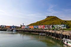 Harbor con le capanne variopinte di pesca - Heligoland/Helgoland immagini stock