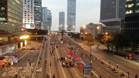 Harcourt Road dans Admirlty près de la révolution 2014 de parapluie de protestations de Hong Kong de siège social de gouvernement Photographie stock libre de droits