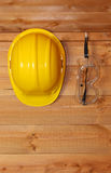 Hard hat and safety goggles Royalty Free Stock Photography