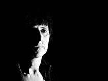 Hard licht, dark en eerder het indrukken, droevig portret Stock Afbeeldingen
