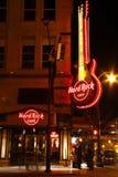 亚特兰大街市- Hard Rock Cafe在晚上 免版税库存照片