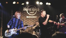 Hard Rock Cafe, Bucarest avec Zdob SI Zdub photos stock