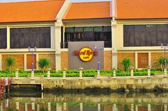 Hard Rock Cafe durch den Melaka-Fluss Lizenzfreies Stockfoto
