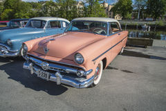 Hard-top 1954 de Ford Crestline 2dr Photographie stock libre de droits