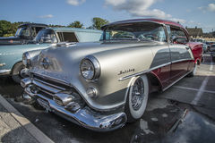 Hard-top 1954 de porte des vacances 2 d'Oldsmobile Photographie stock