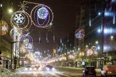 Hard Verkeer tijdens het Onweer van de de Wintersneeuw in Stad de Van de binnenstad van Boekarest Royalty-vrije Stock Afbeeldingen