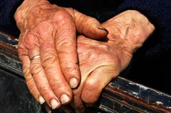 Hard work hands of an old lady Royalty Free Stock Photos