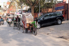 Hard working Indians pushing heavy load through streets of Delhi Royalty Free Stock Photography