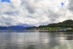 Hardangerfjord près d'Oystese Photographie stock