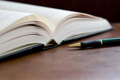Hardcover Book and Pen Royalty Free Stock Photos