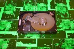 Harde aandrijving op de PCB-achtergrond Stock Foto