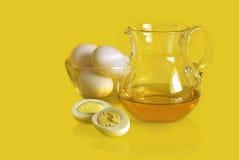 Harde gekookte eieren en een glaskruik Royalty-vrije Stock Foto's