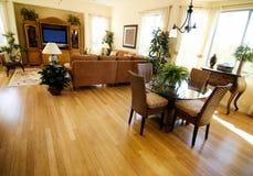 Harde houten bevloering in nieuw huis Stock Foto's