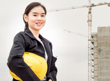 Hardhat εκμετάλλευσης εργασίας μηχανικών Στοκ Εικόνες
