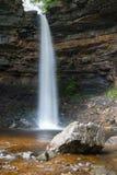 Hardraw力量瀑布在Leyburn,北约克郡 免版税图库摄影
