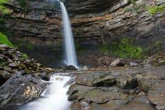 Hardraw力量瀑布在Leyburn,北约克郡 库存照片