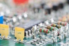 Hardware eletrônico do close up na placa de circuito Fotografia de Stock