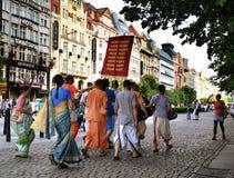 Hare Krishnas i gatorna Royaltyfri Foto