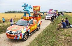 Haribo-Wohnwagen auf einem Kopfstein-Straßen-Tour de France 2015 Lizenzfreie Stockfotografie