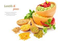 Haricot de lentille dans le plat en bois avec la photo de nourriture d'épice Image stock