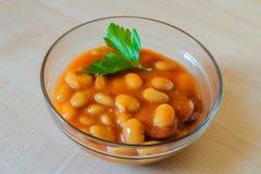 Haricots cuits au four sur la table Photo libre de droits