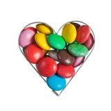 Haricots doux de couleur dans le cadre en forme de coeur Image stock
