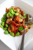Haricots et crevettes locaux asiatiques du sud-est de petai de nourriture image libre de droits