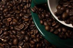 Haricots et cuvette de Coffe Photo stock