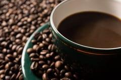 Haricots et cuvette de Coffe Image stock