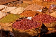 Haricots et impulsions sur un marché de ville de Lamu Images libres de droits
