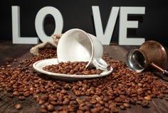Haricots noirs frais de café-café d'amour Images libres de droits