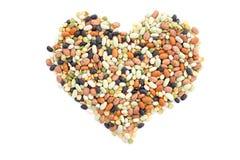 Haricots secs mélangés dans une forme de coeur photos libres de droits