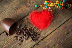 Haricots, sucreries et coeur rouge Photographie stock libre de droits