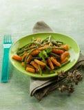 Haricots verts avec des carottes Images libres de droits