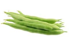 Haricots verts d'isolement sur le blanc Images stock