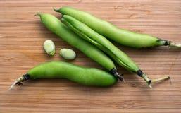 Haricots verts dans des cosses Photos stock
