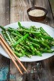 Haricots verts frits avec le sésame Images libres de droits