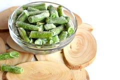 Haricots verts surgelés dans une cuvette photo libre de droits