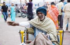 HARIDWAR, INDIEN - 23. MÄRZ 2014: Sadhu-Porträt auf der Bank von Ganga-Fluss Stockfotos