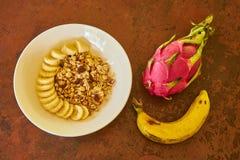 Harina de avena con el plátano fotos de archivo libres de regalías
